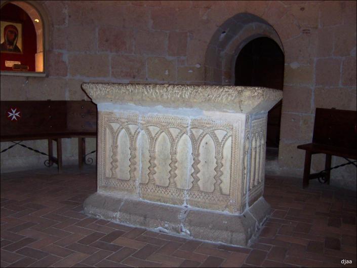 Conoced algo de Castilla la Vieja y Nueva. Iglesiadelaveracruzaltar01