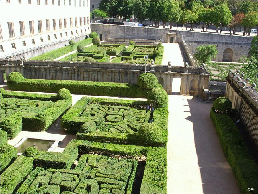 Real monasterio de san lorenzo de el escorial for Jardines del escorial
