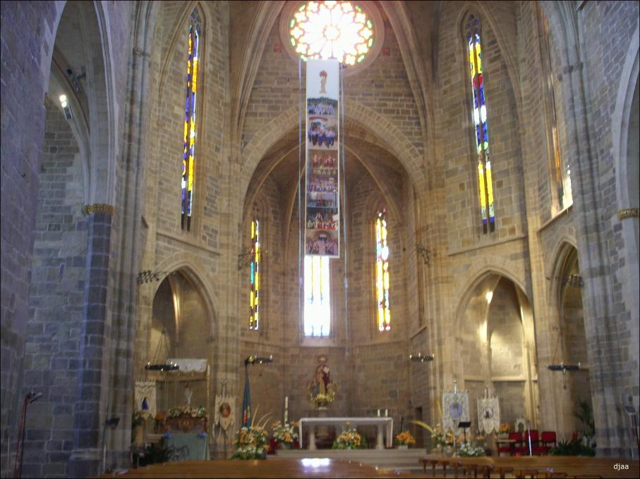 Iglesia arciprestal de santa maria en san mateo castellon for Interior iglesia romanica