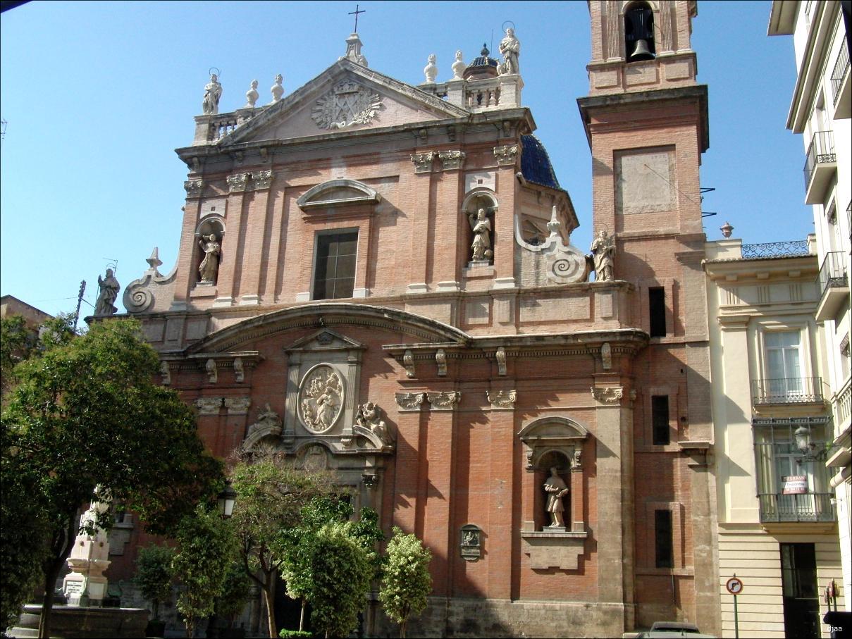 Iglesia de santo tomas y san felipe neri for Reformas de fachadas en palma