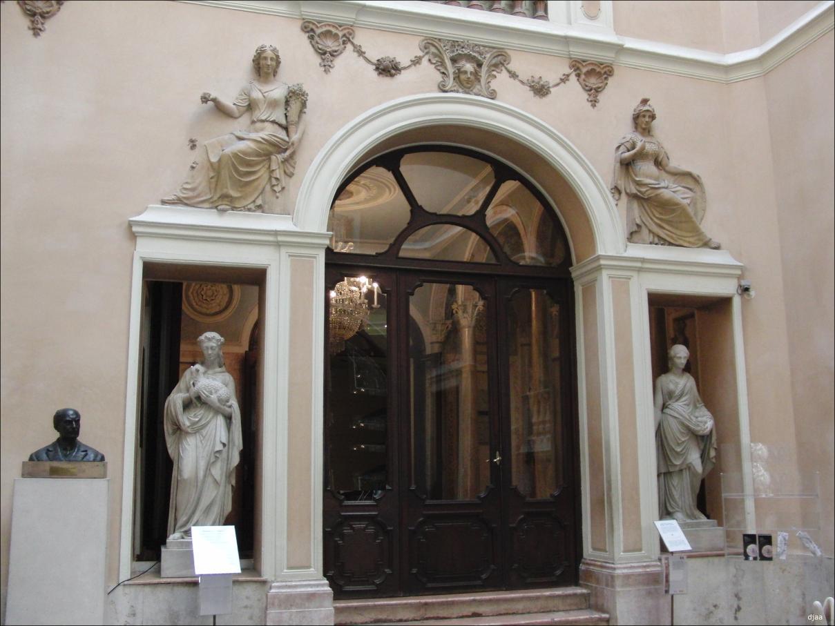 Palacio del marques de dos aguas for Puertas italianas interior